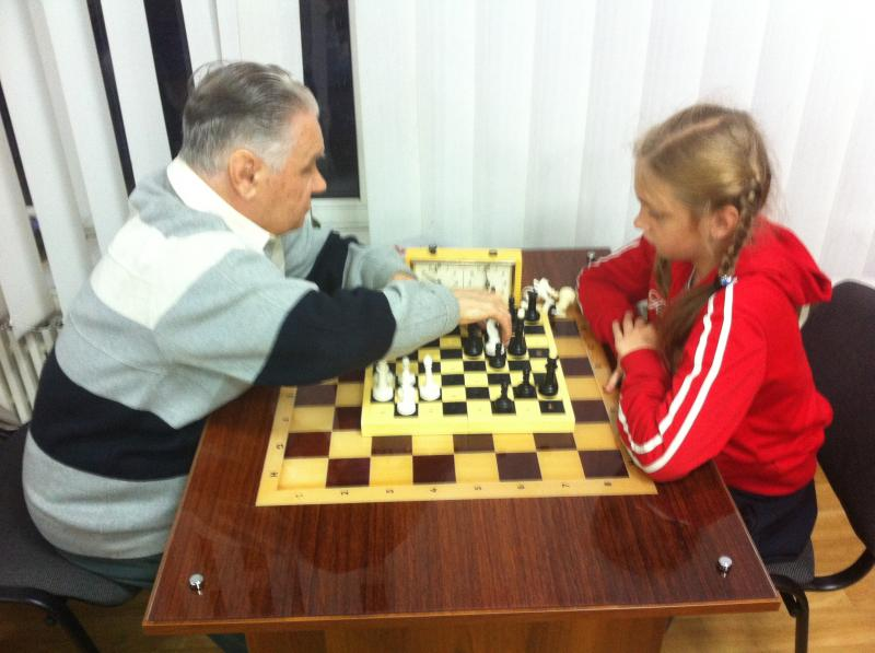 Незрячий фiлософ (!!!) i юна шахiстка