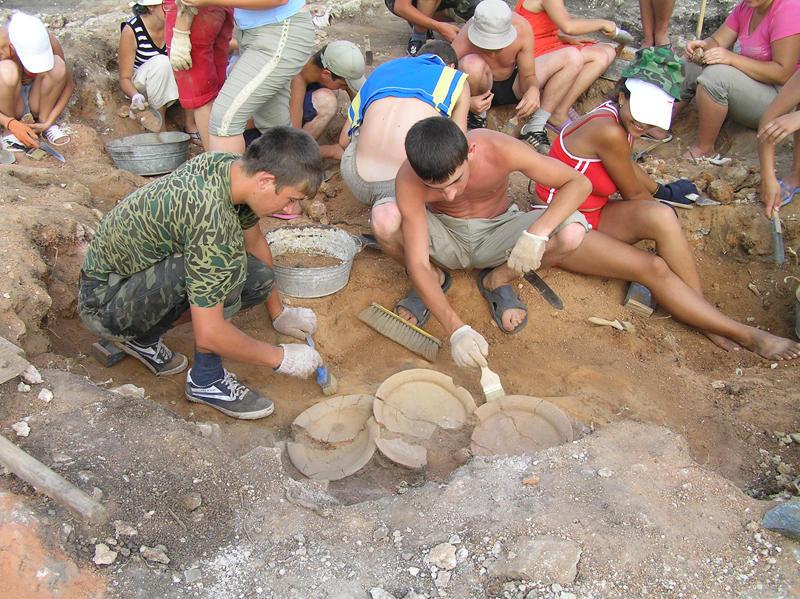 Студенти-огієнківці на розкопках у Городоцькому районі.