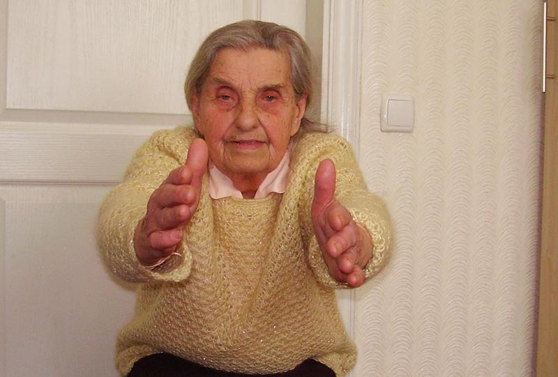 89-літня Наталя Білик щоранку впродовж 30 хвилин робить зарядку.