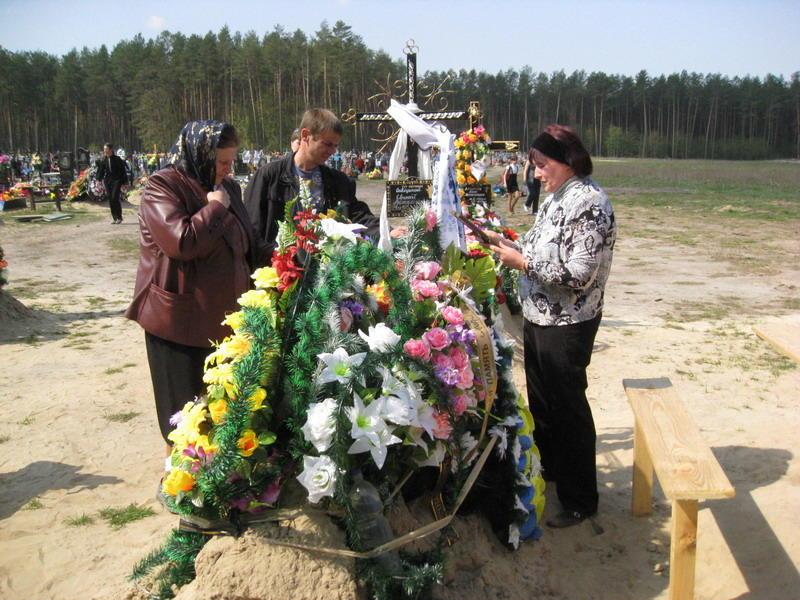 Коли на дев'ятий день рідні приїхали на кладовище, там не було ні хреста, ні самої могили.