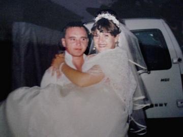 Надя і Вітя одружилися три роки тому. Так полюбили один одного, що не стали довго зустрічатися, дуже швидко зіграли весілля