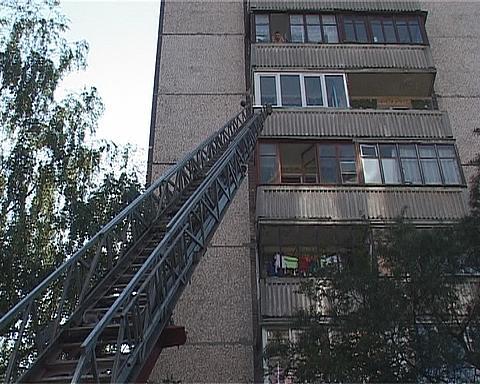 Потрапити до квартири рятувальники змогли лише за допомогою висувної драбини.