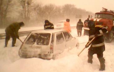Сніг додав чимало роботи працівникам МНС.