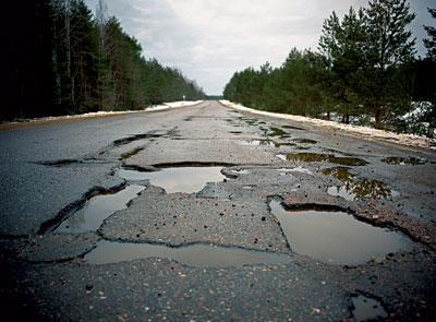 Хмельницькі дороги ремонтуватимуть. Чи має значення, хто саме?