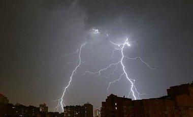 Внаслідок негоди деякі населені пункти залишились без електроенергії