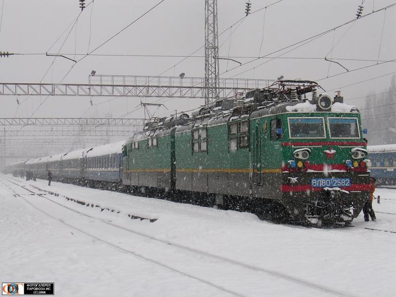 Укрзалізниця потурбувалася, аби українці мали можливість подорожувати на святкові канікули.