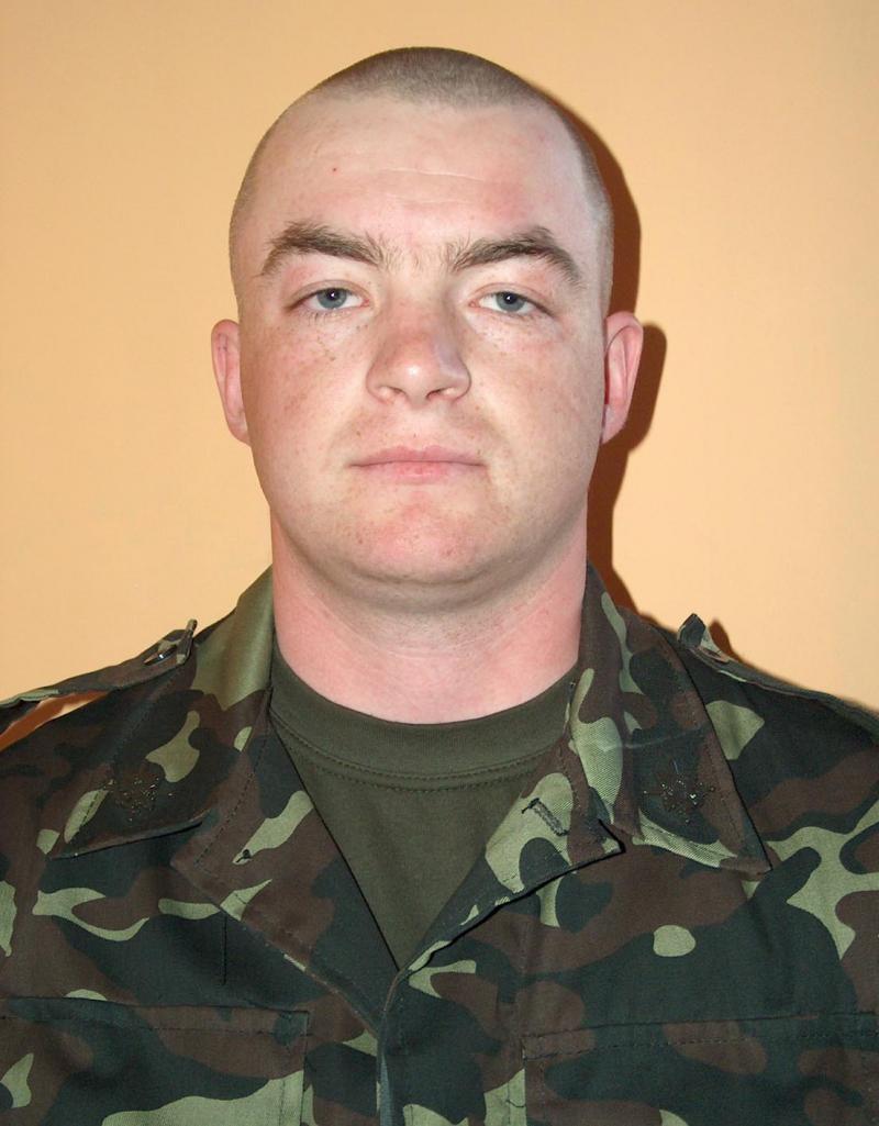 Солдат Вадим Кирилюк відбив напад зловмисника, який намагався заволодіти його штатною зброю