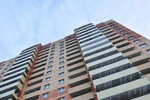 Рятувальники  за допомогою рятувальної мотузки і штурмової драбини з балкону 7-го поверху дістались до помешкання та відчинили двері зсередини.