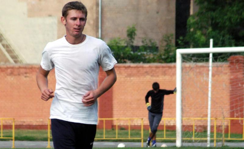 Олексій Колесников, який нещодавно грав  у великому футболі за «Динамо», відтепер забиває  в «маленькому» футболі за «Поділля-УМВС».
