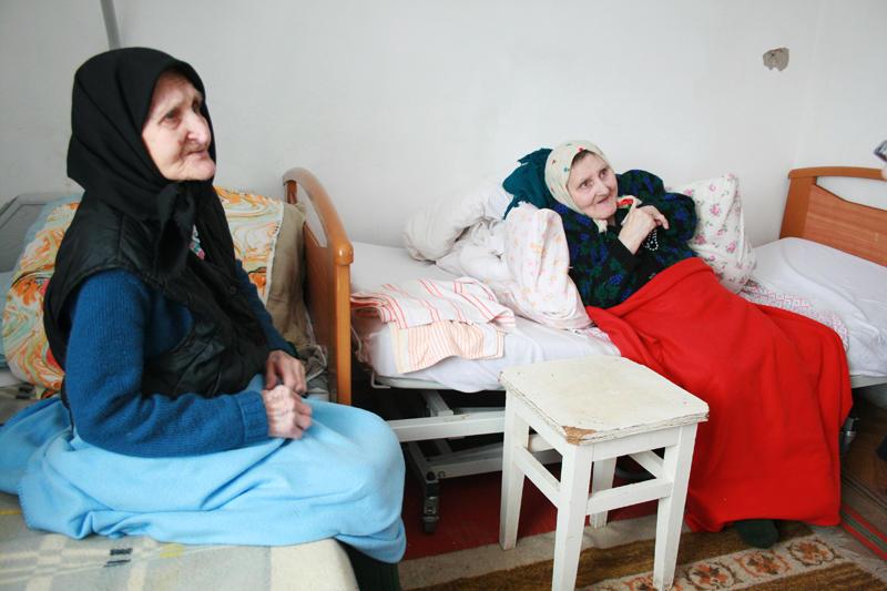 Дев'яностолітня мати з донькою-інвалідом  приїхали у Городок аж з Вінниччини.