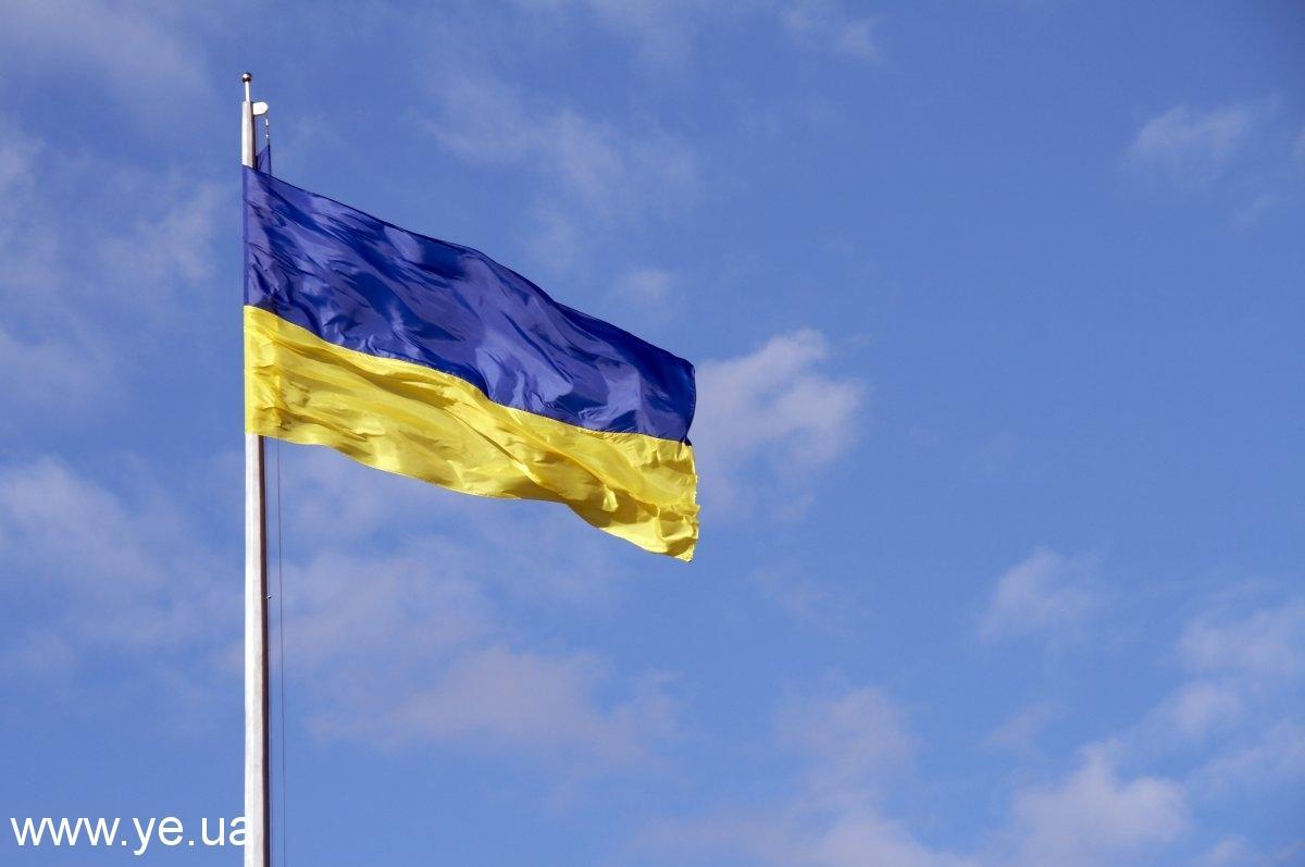 З нагоди 20-ї річниці Незалежності України заплановані урочисті церемонії підняття державних прапорів в 84 українських дипустановах за кордоном