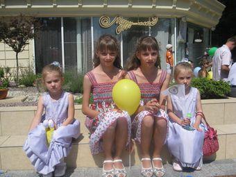 Майже сотня близнят пройшлася вулицями Хмельницького