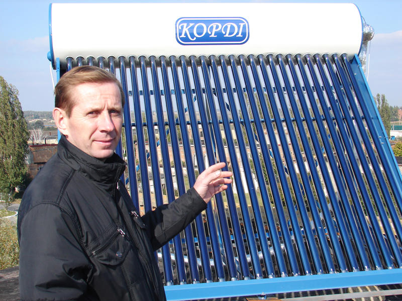 """""""Сонячні колектори можна встановлювати на дахах, балконах, спеціальних майданчиках біля будинків"""", – каже Сергій Циба."""