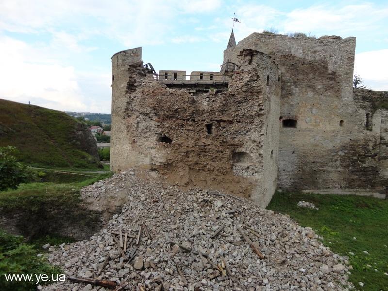 Пам'ятки фортифікації 16 століття Нова Західна вежа завалилася 1 серпня