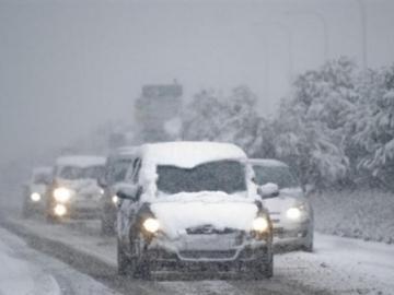 Через погодні умови ДАІ обмежила рух на деяких трасах.