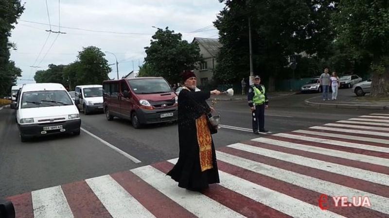 У 2014 році хмельницьким даішникам у профілактиці ДТП допомагали священики
