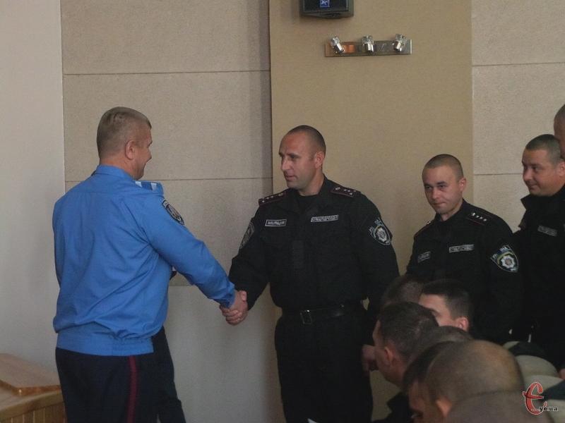 Посвідчення вручили працівникам міліції і Державтоінспекції
