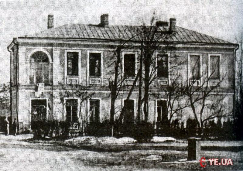 У 1876 році було збудовано двоповерхову повивальну школу.
