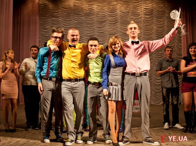 Команда з Кам'янця-Подільського «Кам'янецький формат» таки переконала суддів та глядачів, що вона гідна бути у фіналі й перемога разом із кубком дісталася нашим південним сусідам.