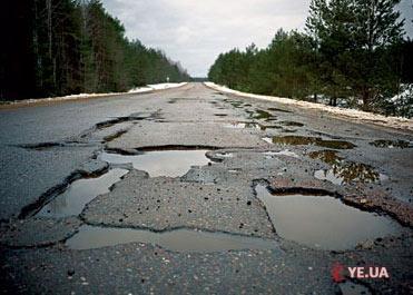 На ремонті доріг у Старокостянтинові ділки привласнили понад 260 тисяч гривень