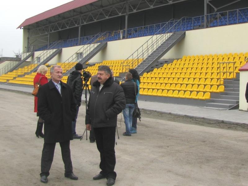 Микола Дерикот під час робочої поїздки ознайомився з перебігом робіт на стадіоні.