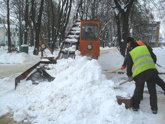 Зима підкинула роботи комунальникам.