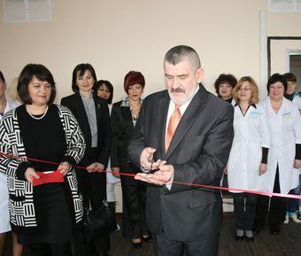На відкриття нового рентгенткабінету завітав заступник міського голови Григорій Давиденко.