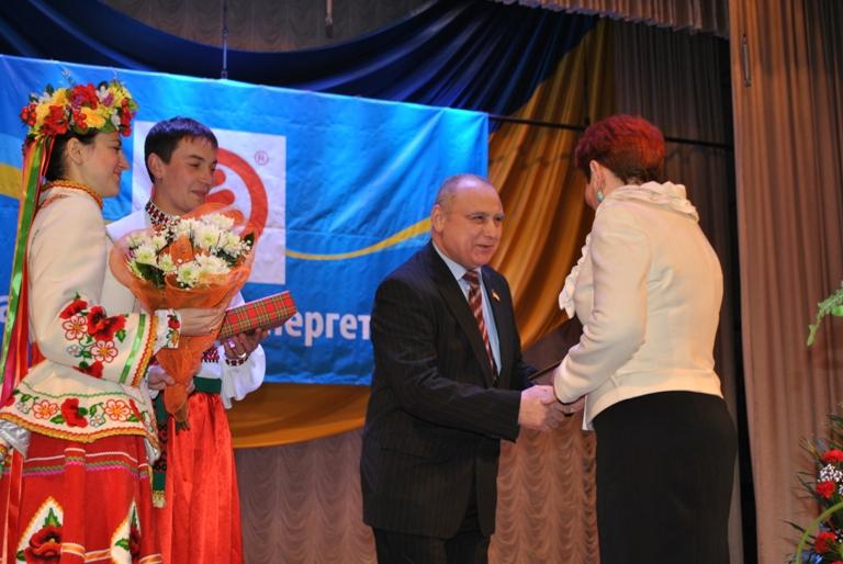 Найкращих енергетиків було відзначено Грамотами обласної ради та цінними подарунками.