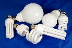 А ви знаєте про небезпеку від розбитої енергоощадної лампи?