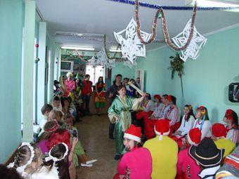 ДІти були в захваті від костюмованого дійства.