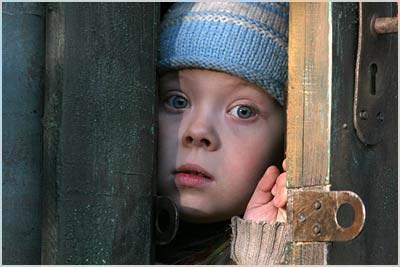 Місцеві органи виконавчої влади і самоврядування не скрізь належно дбають про захист майнових та житлових прав дітей.