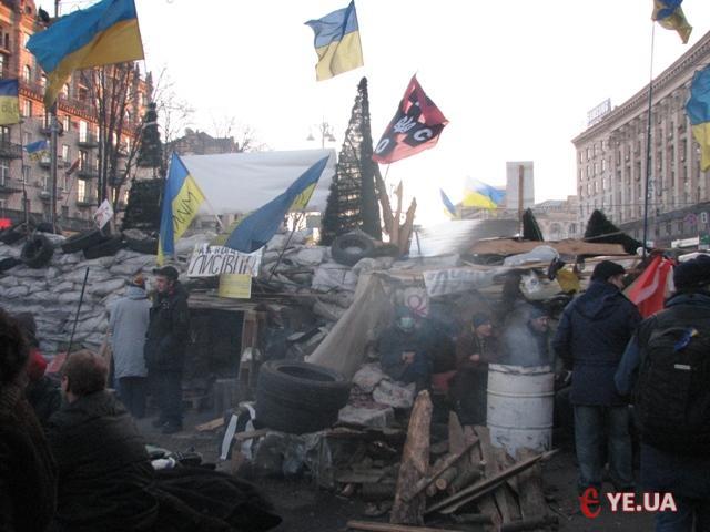 Барикада, яка відділяє Хрещатик від Майдану