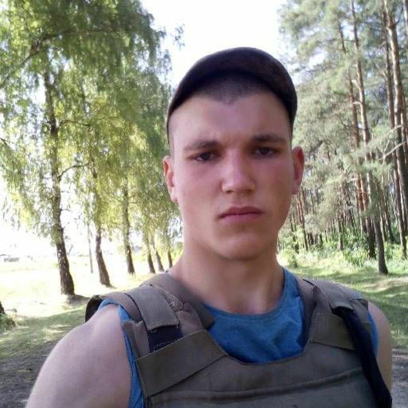 18-річний хлопець, який був позбавлений батьківського піклування, потребує допомоги