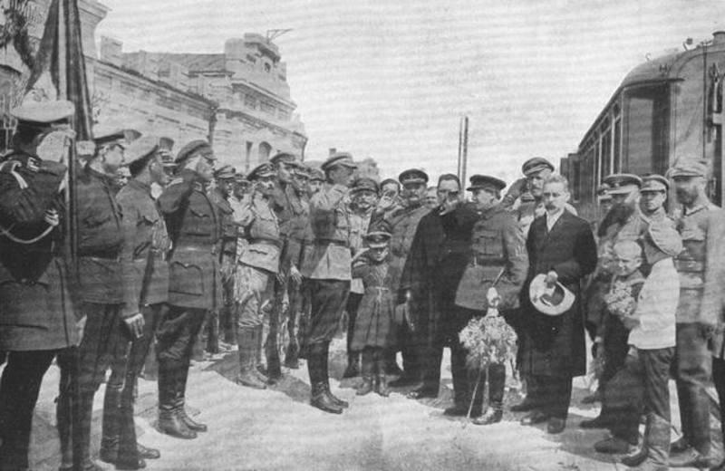 На честь приїзду Симона Петлюри 1 травня 1920 року в Кам'янці-Подільському організували урочисті церемонії на вокзалі, біля університету та провели парад
