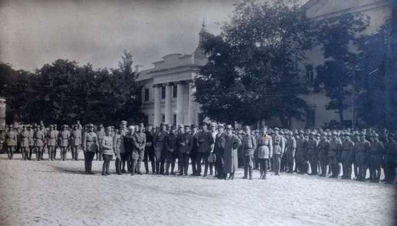 Від січня 1918 до грудня 1920 року, влада в Кам'янці-Подільському змінювалася 11 разів