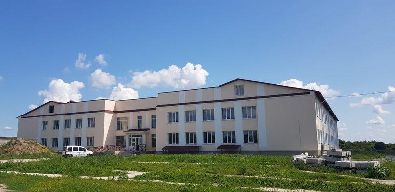 Зараз будівельники працюють над виконанням внутрішніх робіт у приміщенні школи, а також над приміщенням котельні