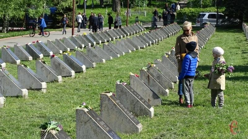 Восьмого травня у світі відзначають День пам'яті та примирення, згадуючи жертв Другої світової війни
