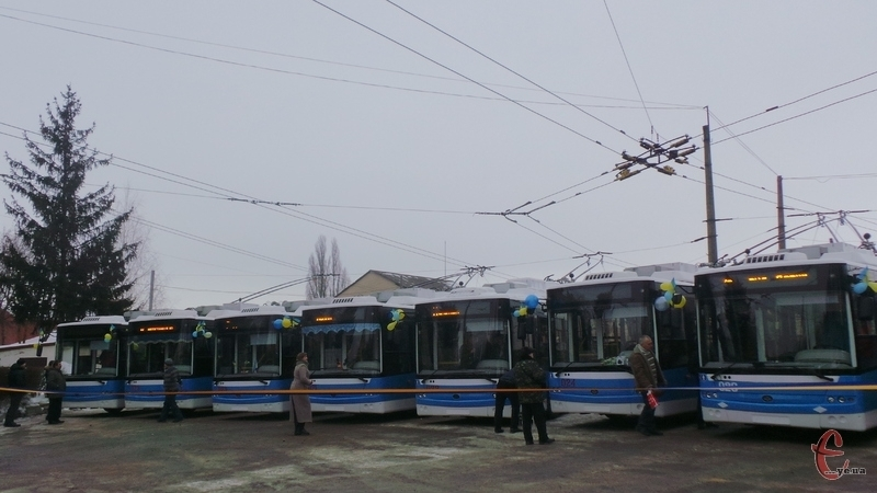 Від сьогодні Хмельницьким їздитимуть 7 нових тролейбусів
