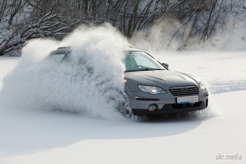 Водіння в зимовий період має свої особливості.