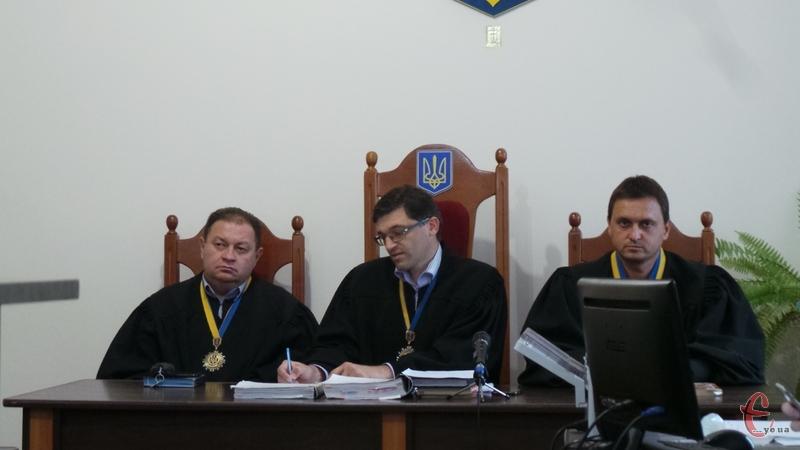 Судове засідання знову перенесли