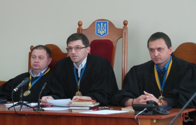 Захист висловив недовіру головуючому судді Андрію Місінкевичу і окремо колегії суддів