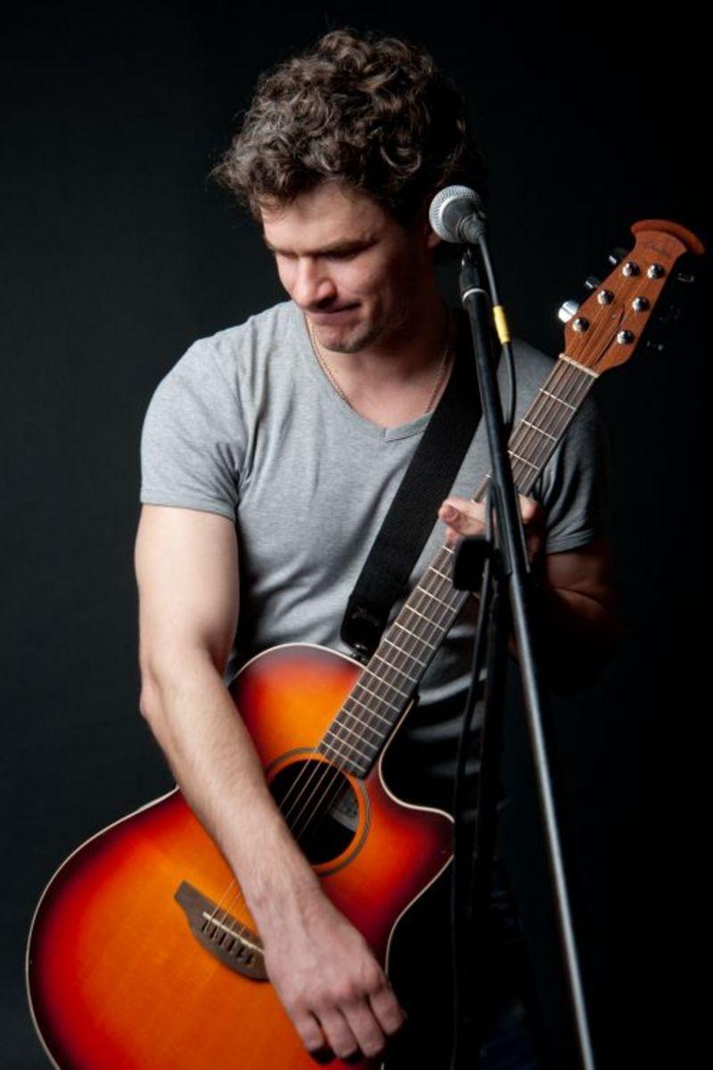 Український співак Арсен Мірзоян запрошує на свій концерт 22 листопада в театр Старицького.