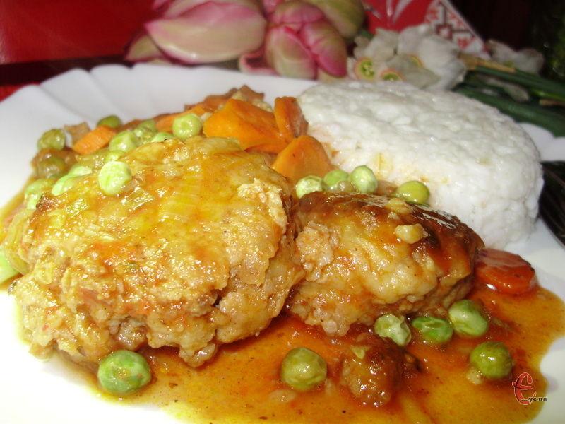 Рекомендую спробувати фрикадельки із рисом чи пастою, оскільки в цій страві неймовірно смачний соус!
