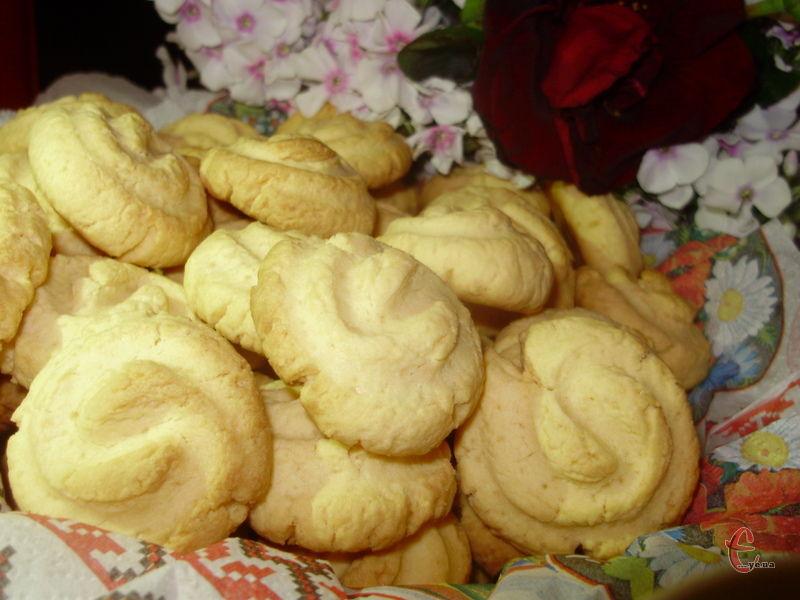 Ніжне, м'яке, крихке та розсипчасте печиво, яке просто тане у роті!