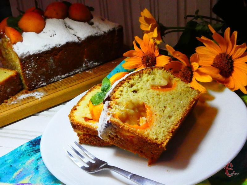Нейтральний смак базового тіста дає можливість додавати різні добавки, фрукти, ягоди, які й формуватимуть смак та аромат готової випічки.
