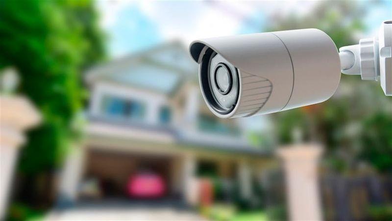 IP-камери, в порівнянні з аналоговими, вирізняються поліпшеними інтелектуальними функціями та відеоаналітикою