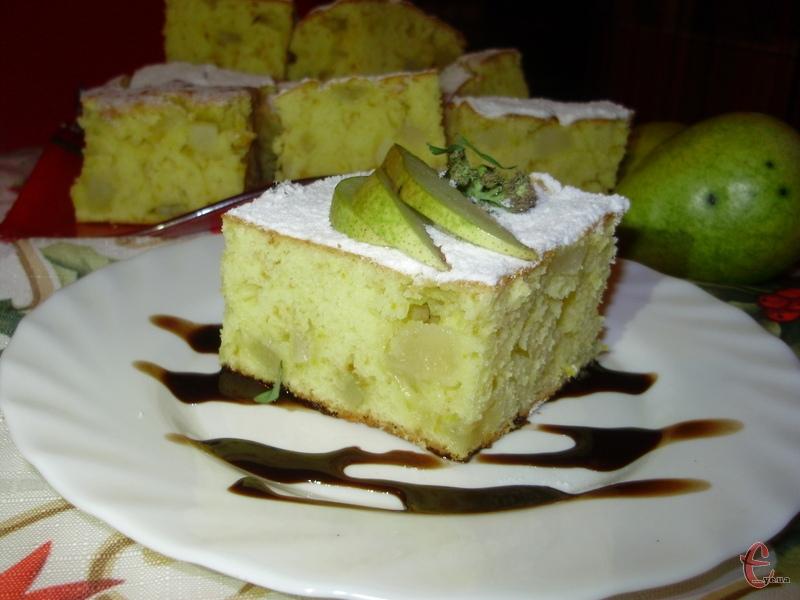 Вдале поєднання ніжного бісквітного тіста зі шматочками груші й ароматом апельсина.