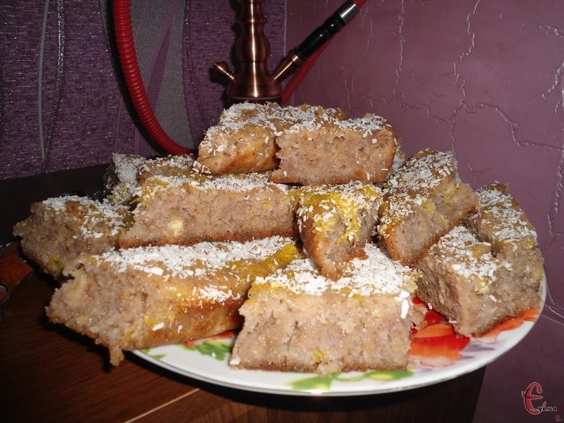 Ця солодка страва належить до турецької кухні, але вона також популярна і в Греції, і в Болгарії.