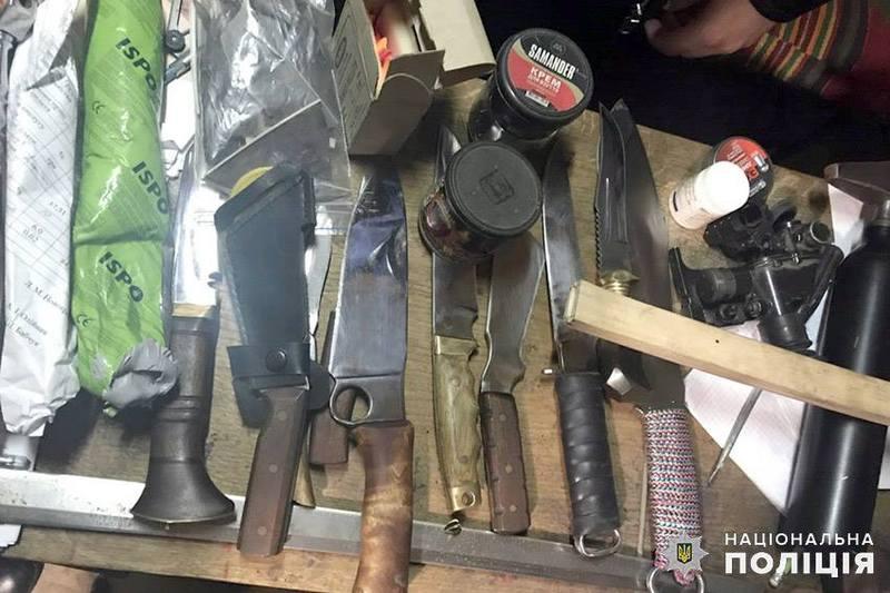 Усі заборонені предмети поліцейські направили на експертизу.