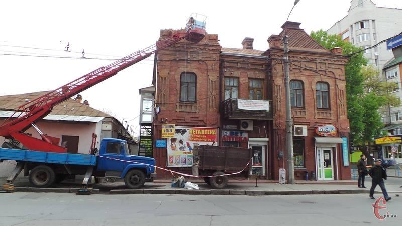 Старовинний будинок знову ремонтують